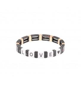 Zwarte armband met kralen in marmerprint gecombineerd met kralen met de tekst LOVE