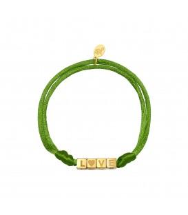 Armband van olijf satijnen koord en goudkleurige vierkante kralen met 'LOVE'