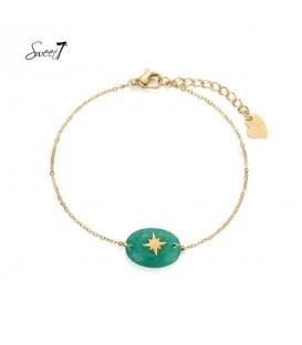 Goudkleurig armbandje met groene steen met een ster
