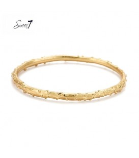 Goudkleurige bangle armband met stippen