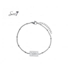 Zilverkleurige armband met bolletjes en rechthoekige bedel