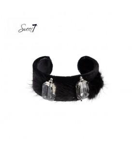 Zwarte spang armband met zacht vachtje en twee stenen