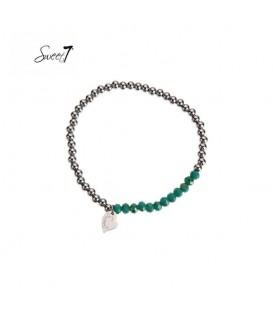 Elastische armband met zilverkleurige en groene kralen