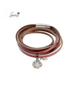 rode wikkelarmband met een klein bedeltje