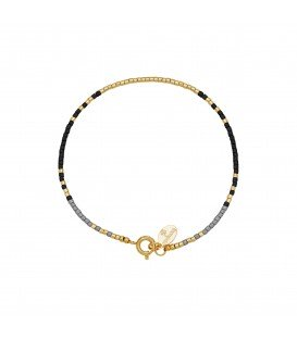 armband met goudkleurige,zwarte en grijze kraaltjes met kleine veerring