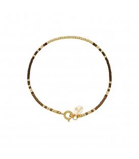 Armband met goudkleurige en bruine kraaltjes met kleine veerring