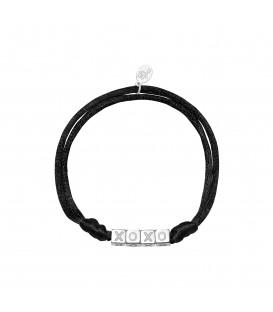 Zwarte satijnen armband met zilverkleurige vierkante kralen met XOXO