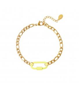 goudkleurige armband met een gele slot