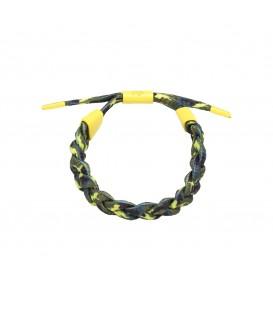 gele gevlochten armband met een uniek patroon